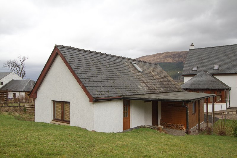 Self Catering Lodge Sleeps 4, holiday rental in Ballachulish
