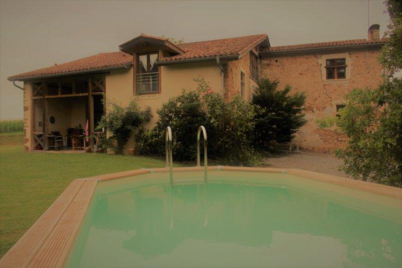 Maison de famille bohème chic entre océan et montagnes, holiday rental in Ozourt