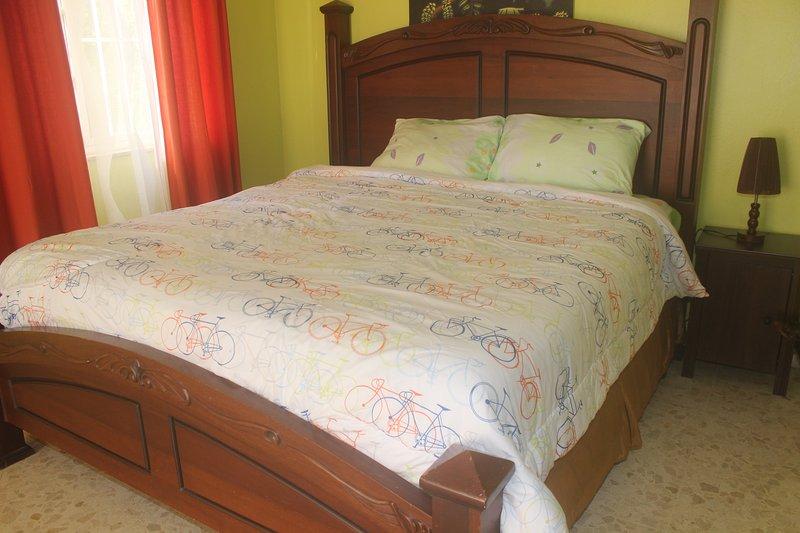 Sunhouse Samana Standard Room Green Free Wifi & Breakfast, alquiler de vacaciones en Santa Bárbara de Samaná