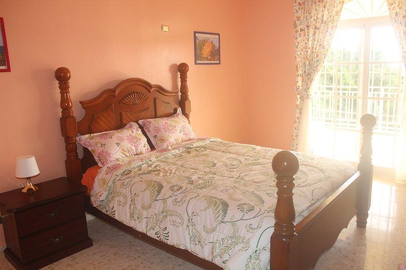 Sunhouse Samana Standard Room Pink Free Wifi & Breakfast, vacation rental in Santa Barbara de Samana