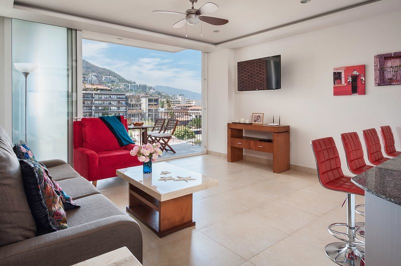 The Park 2Br 2Ba LuxCondo Romantic Zone Ocean Views Rooftop Pool (Sayulita 406), alquiler de vacaciones en Puerto Vallarta