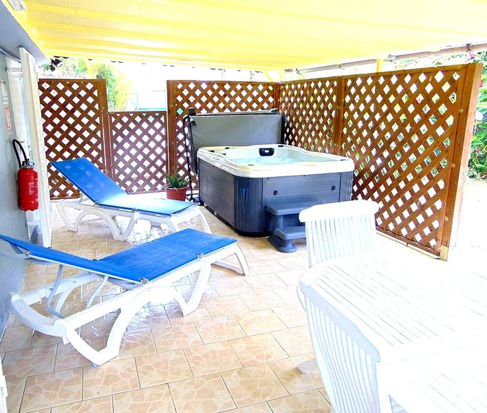Gites Lecres St Ange Elie avec Spa, holiday rental in Lamentin