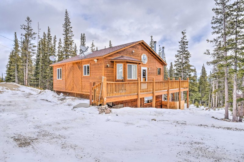 'Three Bears Lodge' comfortably sleeps 10 travelers.