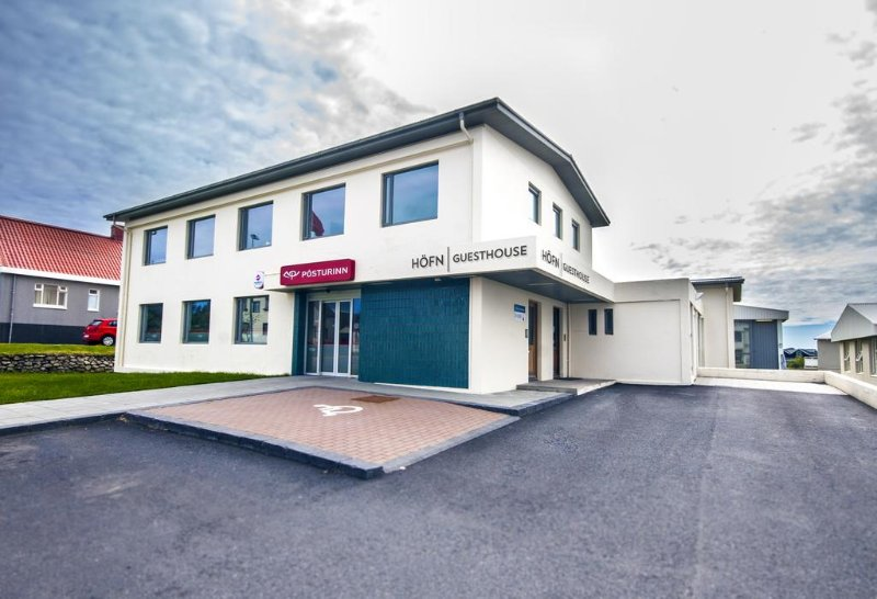 This is the main building easy to find. Located in the center of Höfn.