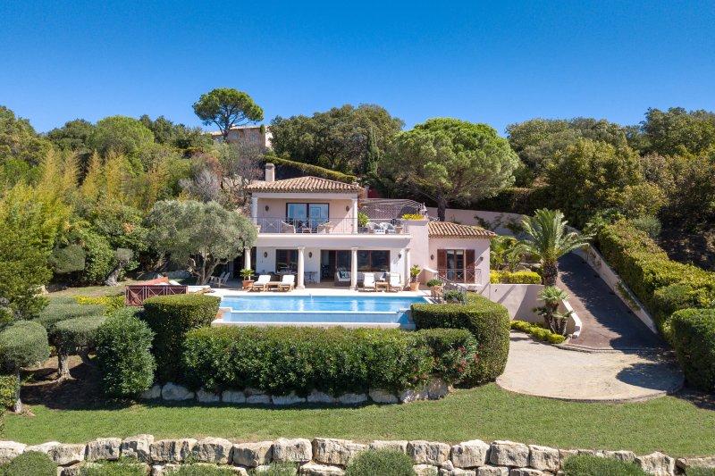 Luxury Villa to Rent in St Tropez, holiday rental in Ramatuelle