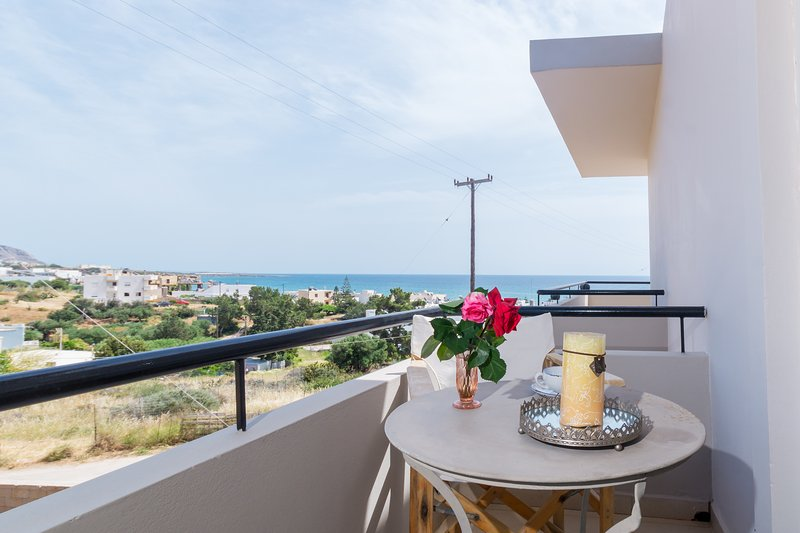 Driades Apt 3, Seaview-150m from beach and centre, holiday rental in Analipsi