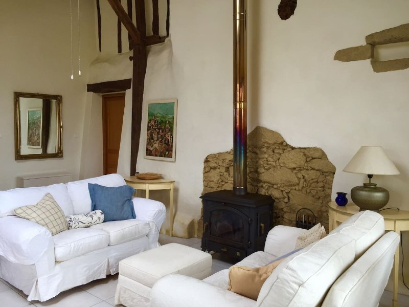 Gite Merillous - luxury, character barn conversion with stunning mountain views!, alquiler vacacional en Estancarbon