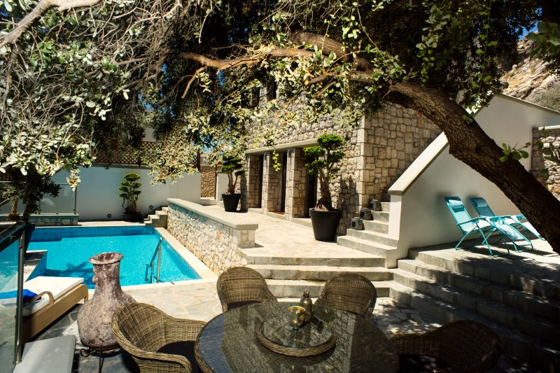 Villa Althea, Exclusive villa with heated pool, holiday rental in Pefkos