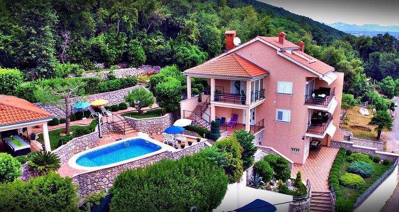 VILLA ADORE - Apartment 1, holiday rental in Icici