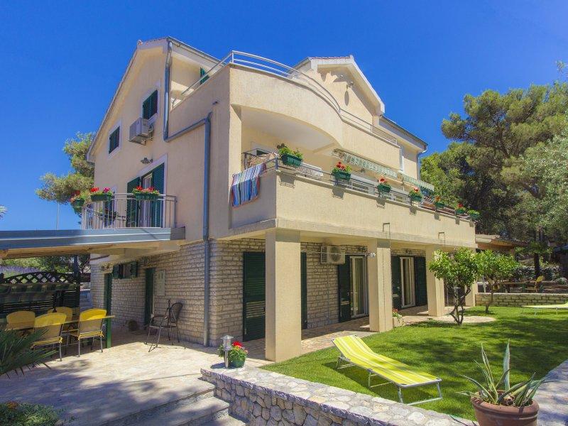 Dino's Apartment 1, Brodarica, Sibenik, Croatia, vacation rental in Brodarica