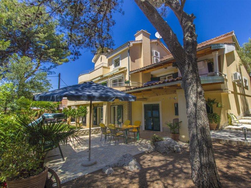 Dino's Apartment 2, Brodarica, Sibenik, Croatia, vacation rental in Brodarica