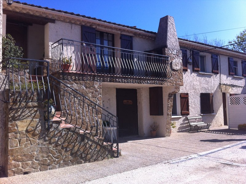 Appartement 3 chambres - 5 personnes, holiday rental in La Farlede