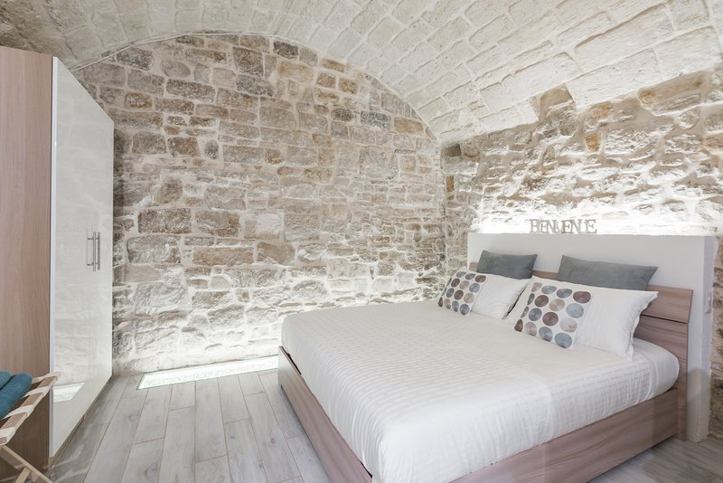 Bedroom with guardrobe