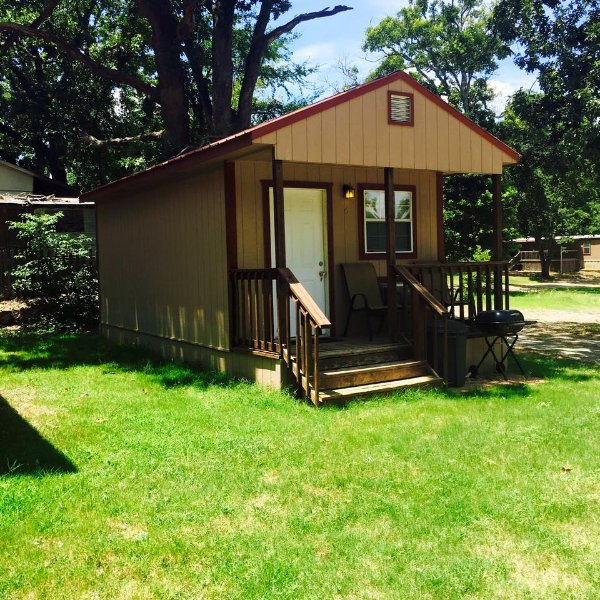 Angler's Hideaway Cabins on Lake Texoma Cabin 6, holiday rental in Colbert