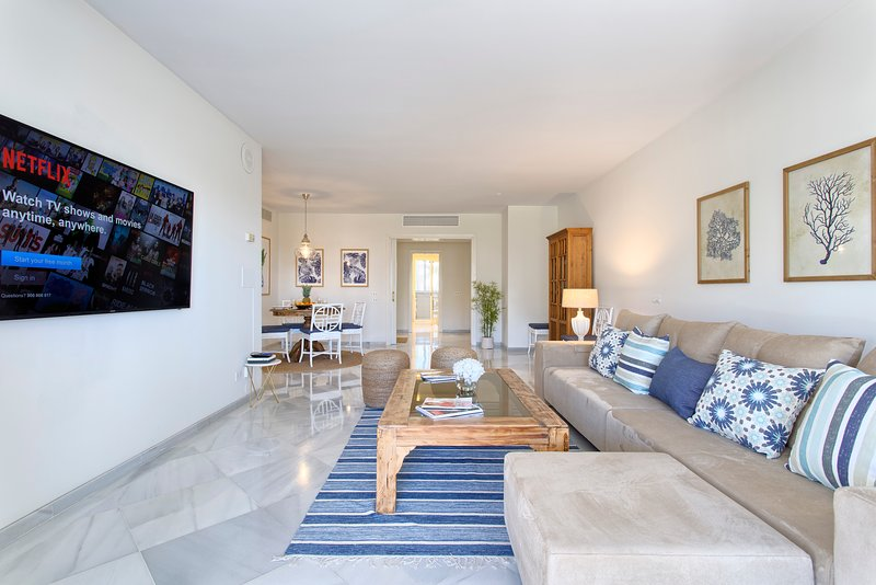 Los Granados front-line beach 3 BR apartment in Puerto Banus, vacation rental in Marbella