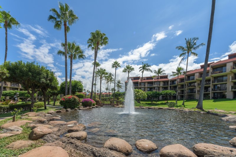 2 Bedroom, 2 Bath Oceanview Penthouse Condo! Walk to the Beach!, aluguéis de temporada em Wailea