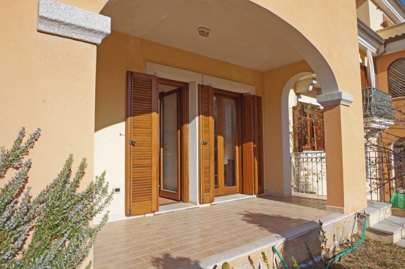 Appartamento luminoso con giardino, casa vacanza a Telti