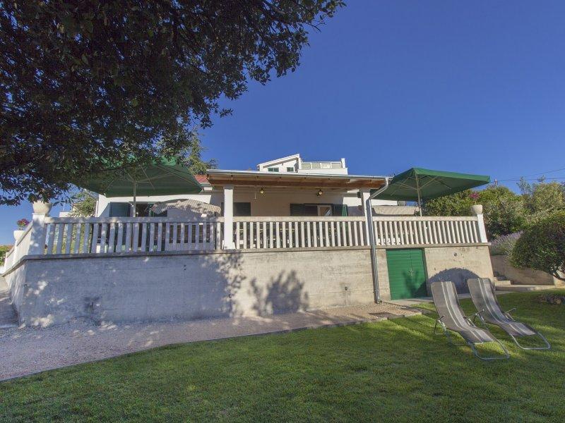 Dino's Apartment 3, Brodarica, Sibenik, Croatia, vacation rental in Brodarica