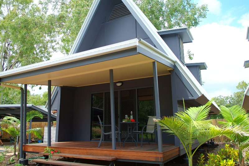 Canopy Chalet 4 - Nelly Bay, QLD, holiday rental in Magnetic Island