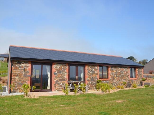 View towards the detached cottage