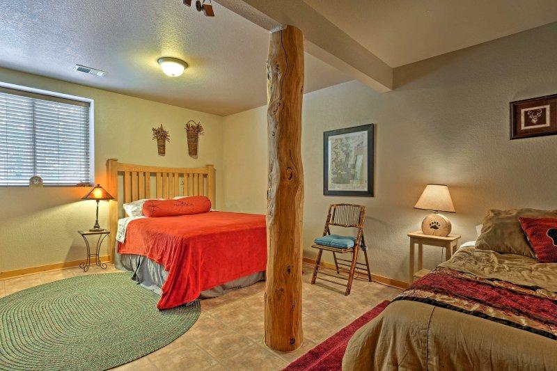Profitez de sommeils paisibles sur un lit queen ou lits jumeaux dans la deuxième chambre.