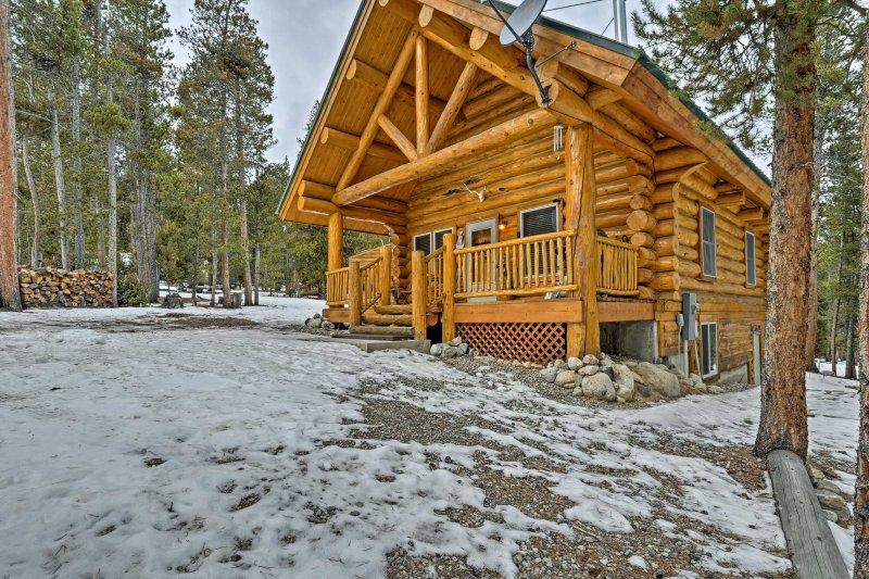 Caché de la ville animée, cette cabine offre beaucoup de paix et de la vie privée dans les pins.