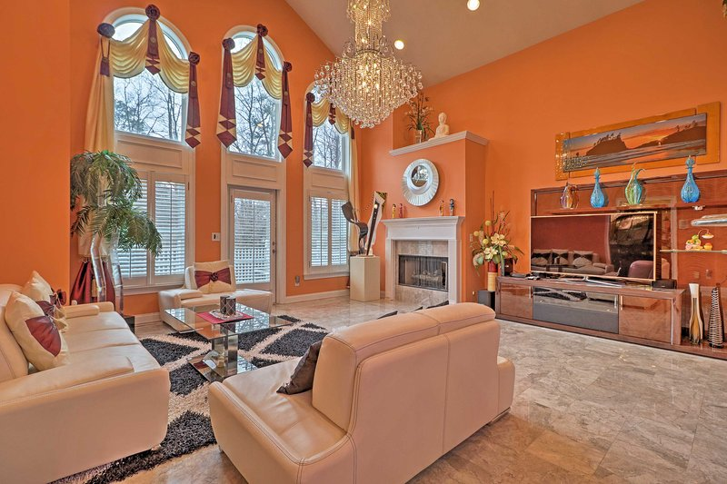 Stunning Family House - 30 Min from Dwtn Atlanta!, vacation rental in Norcross