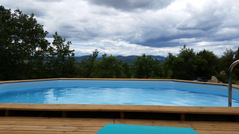 Trés joli Mazet avec piscine et vue sur les Cevennes, holiday rental in Barjac