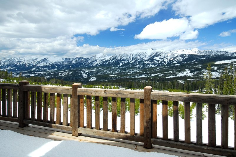 This vacation rental home boasts spectacular mountain views.