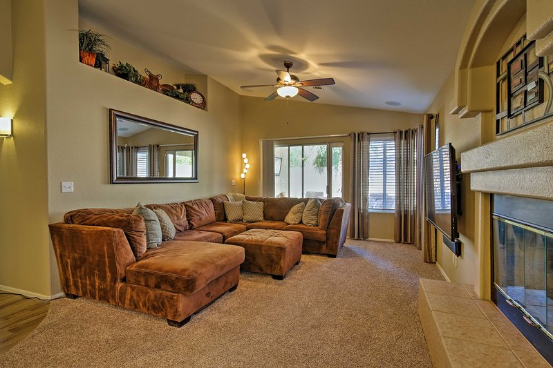 Up to 4 guests will enjoy exploring downtown Chandler and Gilbert 3 miles away.