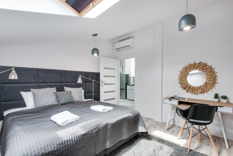 Bedroom(s)