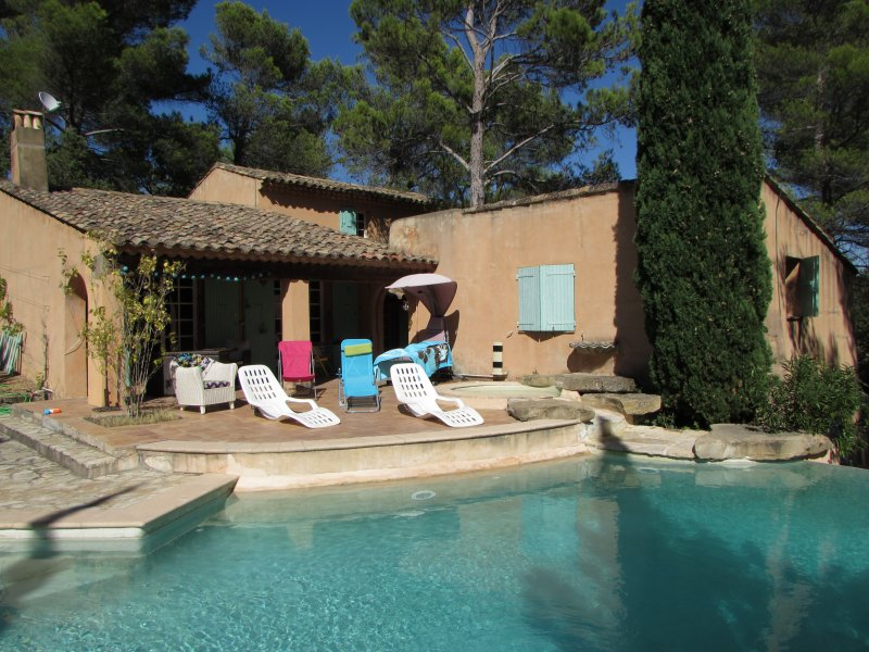 "Welcome to you, the cottage ""Emerald"" located in the Luberon awaits!"
