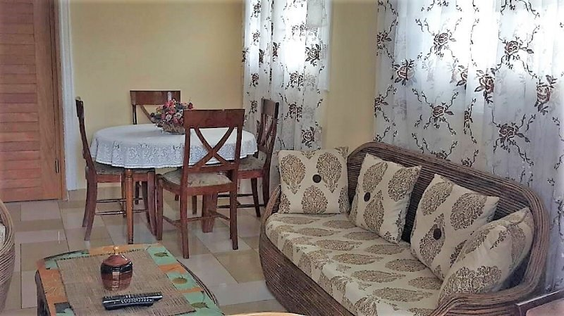APPARTEMENT MODERNE MEUBLE, CENTRE VILLE, AKWA 2 CHAMBRES CLIMATISEES, holiday rental in Littoral Region