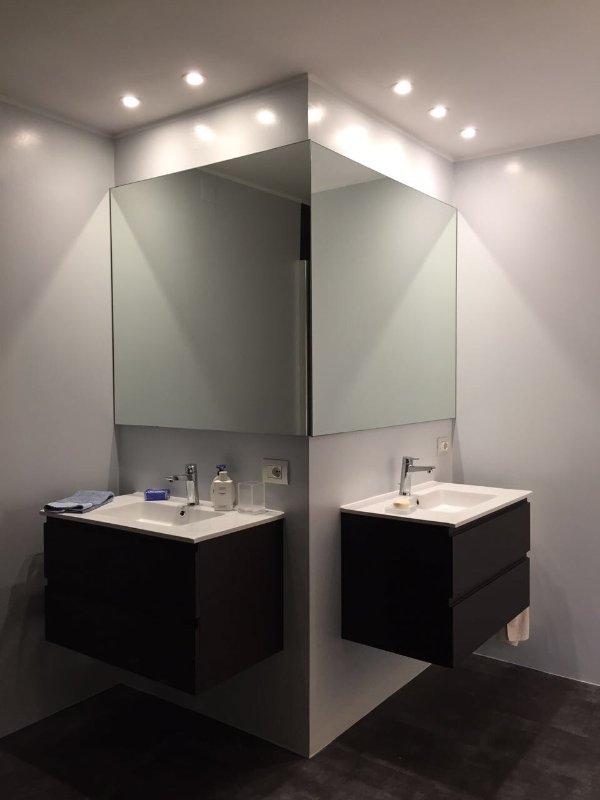 gedeelde badkamer (eenpersoonskamer en tweepersoonskamer)