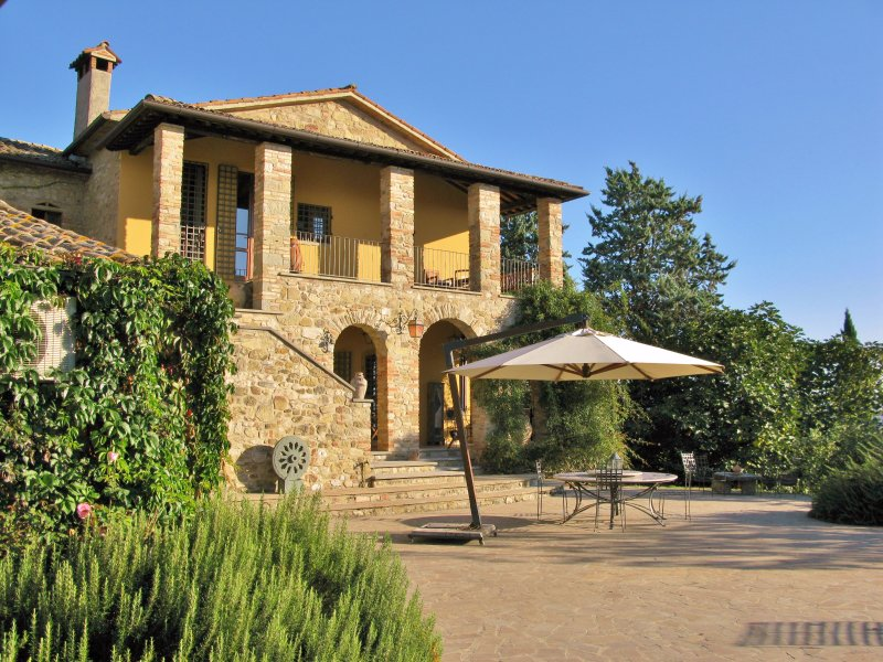 Luxurious resort style villa with large secluded gardens and amazing family pool, vacation rental in Calzolaro