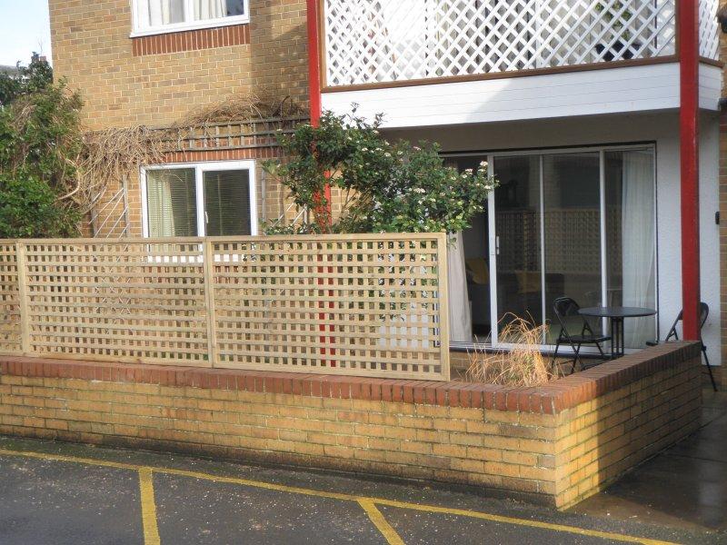 El apartamento se encuentra en la parte posterior del bloque