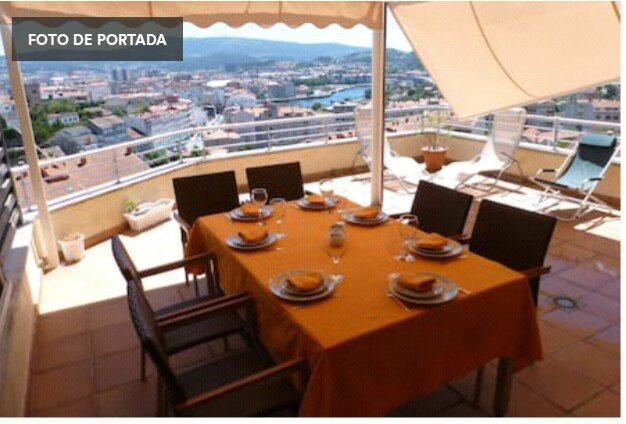 Magnificent terrace with views over the city, the valley and the Ria de Pontevedra
