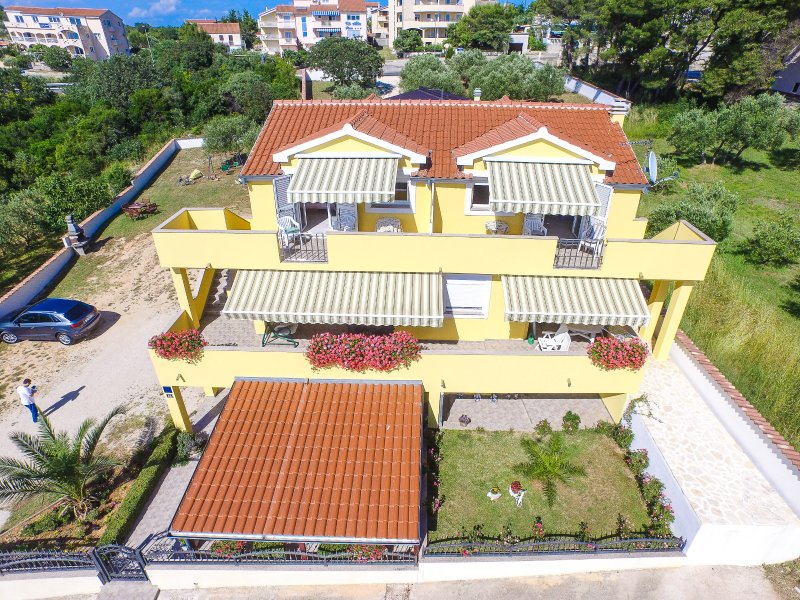 SUNNY...FAMILY APARTMENT WITH SEA VIEW..., holiday rental in Drage