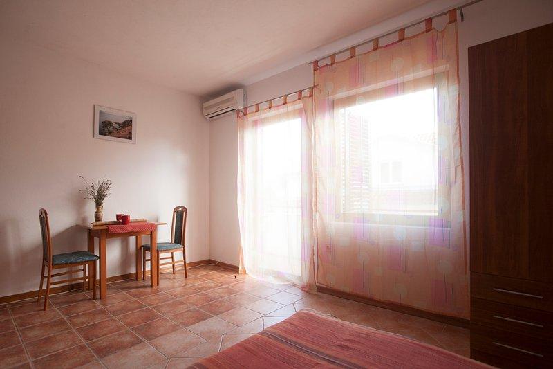 Cozy studio for 2, alquiler de vacaciones en Vrboska
