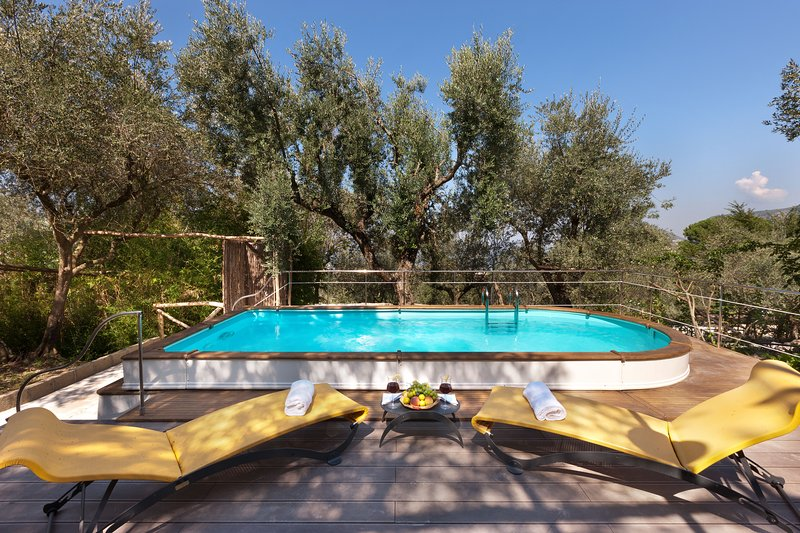 Traditional 2 bedroom villa for up to 4 people with private pool near Sorrento, holiday rental in Piano di Sorrento