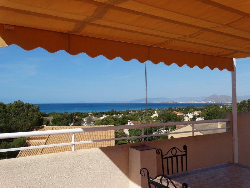 Bel appartement vue sur la mer et la montagne, location de vacances à La Azohia