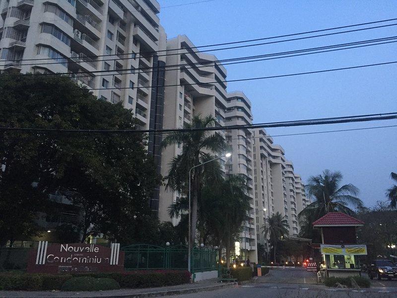 Nouvelle Condominium Thanacity Golf Club 10 mins to Suvanabhumi Airport, vacation rental in Samut Prakan