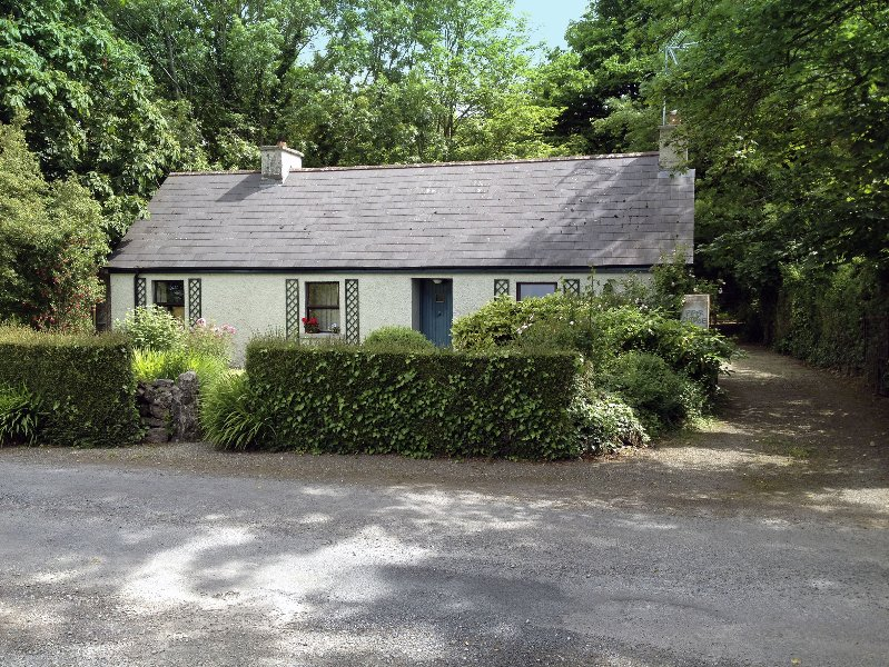 Piper Cottage, an old farm cottage from the early 1700's was originally thatched.