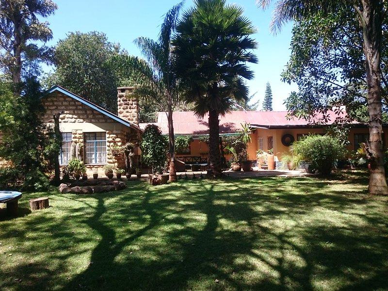 casa de 4 dormitorios con jardín privado totalmente amueblado con houdekeeper