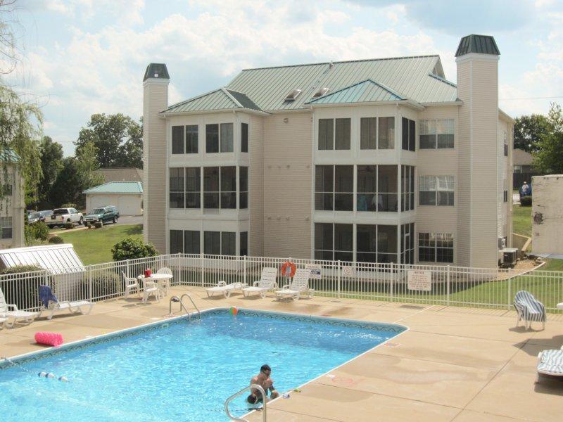 Meadow Brook piscina del Resort. Vista de su porche.