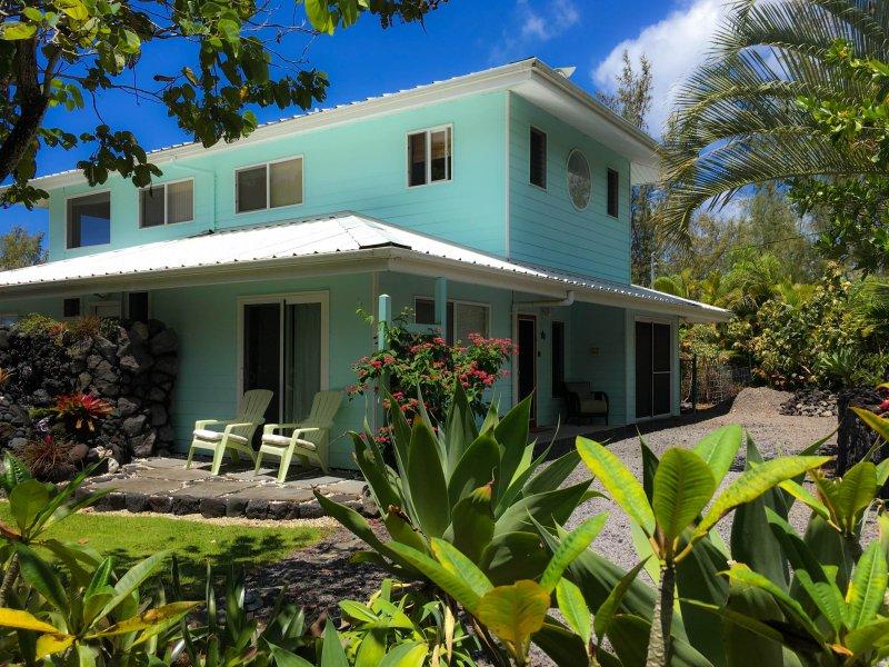La casa 2br 2BA es privado y rodeado por un exuberante paisaje.