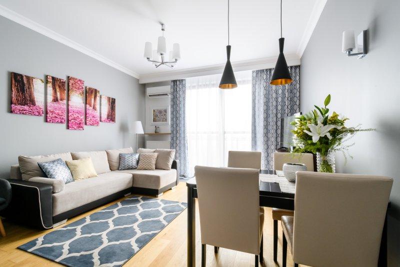 Sunset Joli Bord Apartment-comfortable apartment near 'Arkadia' shopping center, Ferienwohnung in Czosnow