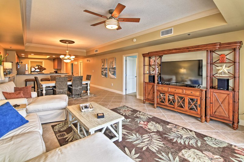 Your group of 6 will love lounging in the living room.