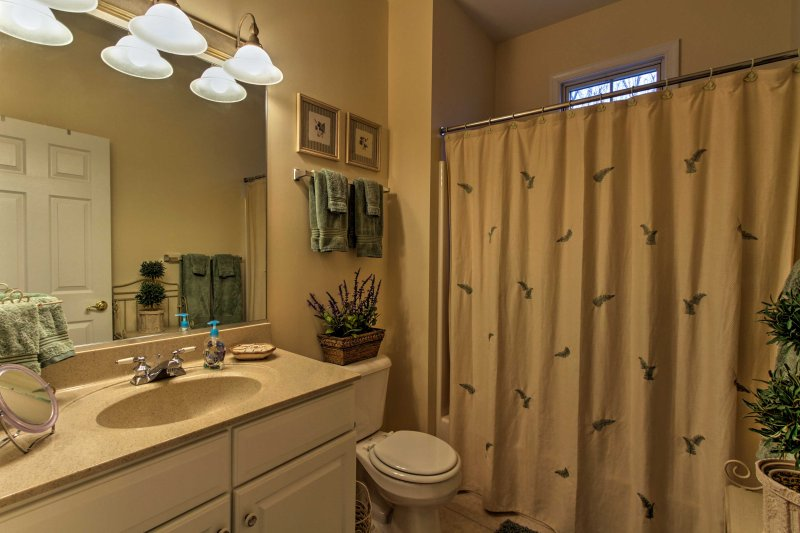 La casa dispone di 3 bagni.