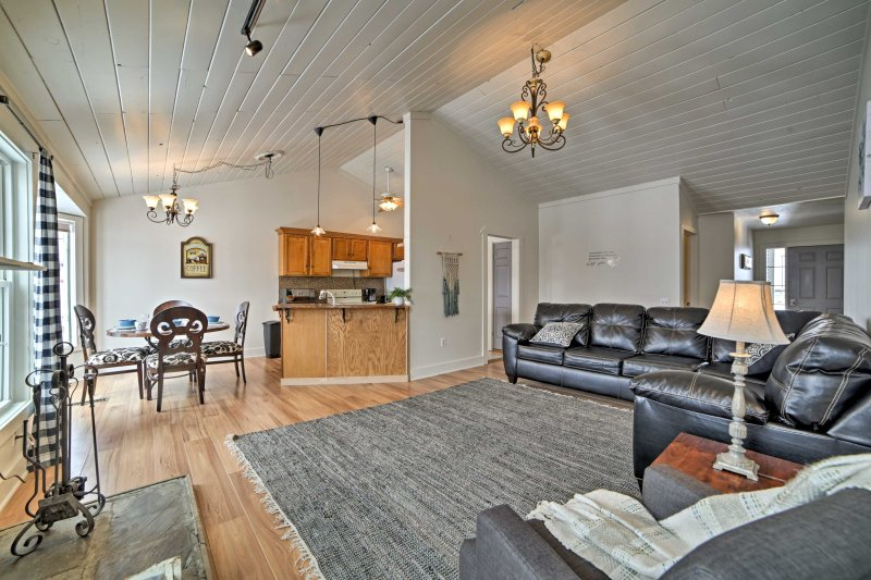 Boasting 2,000 square feet of living space, this cottage has plenty of room for the whole family!